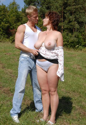 Outdoor Pics Matures 119