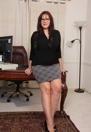 Secretary - Mature Ladies Pics