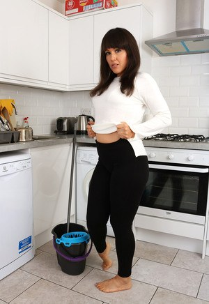 Mature In Yoga Pants Pics