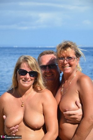 Mature Threesome Pics