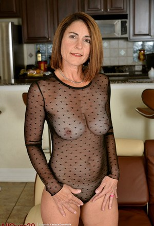 Beautiful mature woman naked