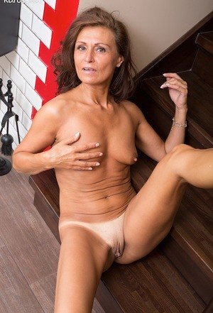 Think, what mature smooth pussy