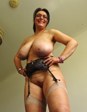 nude mature lady